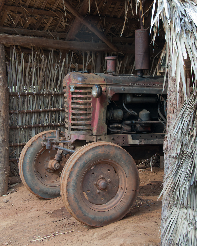 tractor in cabana
